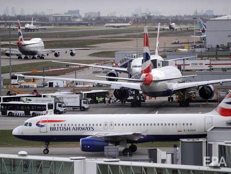 Самолет изЛондона вПетербург опаздывает: работник аэропорта попал под шасси