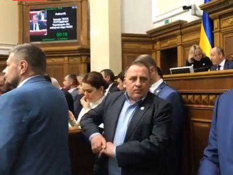 Радикальна партія заблокувала трибуну Верховної Ради через закон про чорнобильців