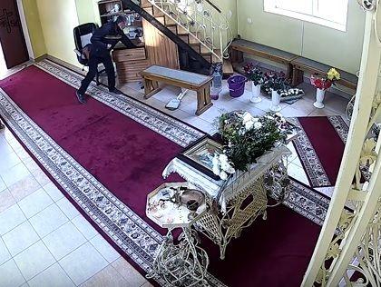 ВТернополе «набожный» мошенник три раза перекрестился, а потом похитил изцеркви деньги