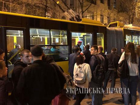 Уцентрі Києва утролейбусі сталася бійка