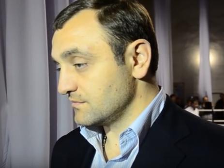 13 апреля Саркисян заявил, что находится в России и не был задержан во Франции
