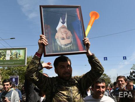 За день до отставки Саргсяна на акции протеста в Ереване вышло рекордное количество демонстрантов до 160 тыс. человек