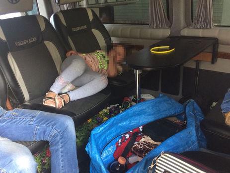 Награнице сВенгрией среди вещей отыскали пятилетнюю девочку