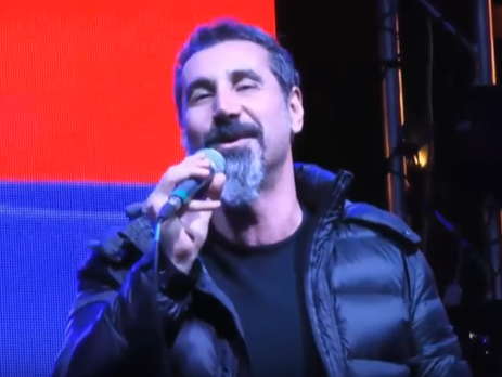 Танкян исполнил народную армянскую песню перед протестующими