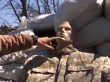 Манекен обстреливали российские снайперы