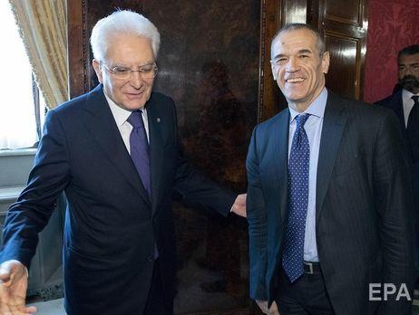 Маттарелла (слева) считает Коттарелли лучшим кандидатом на пост нейтрального премьера