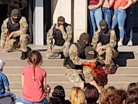 ВЭнергодаре, надетском празднике, спецназовцы показали, как перерезать горло противнику