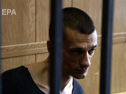 ВоФранции следователь бессрочно продлили арест художнику Петру Павленскому