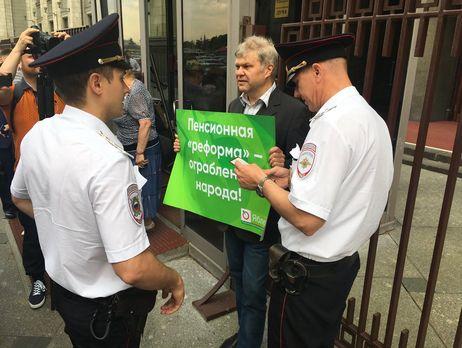 В столице России Cергей Митрохин вышел напикет к государственной думе