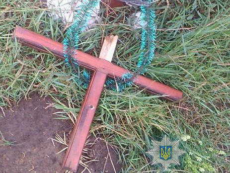 В Одесской области пьяный 13-летний подросток поломал 54 креста на кладбище – полиция
