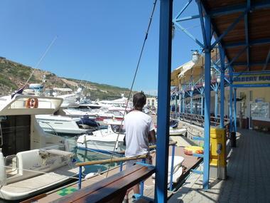 Балаклава под Севастополем в 2013-м году была заполнена украинскими и российскими туристами и их роскошными яхтами. В этом году курорты Крыма пустуют