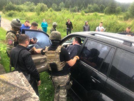 Снова в наручниках: во Львовской области городского голову во второй раз задержали на взятке