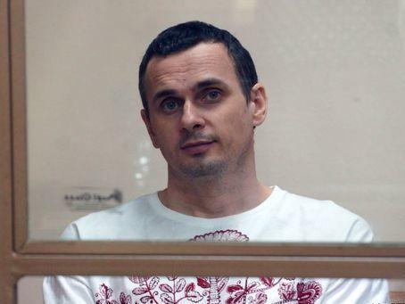 """""""Сказал, что чувствует себя нормально"""". Сенцова посетил в колонии священник из храма в Лабытнанги"""