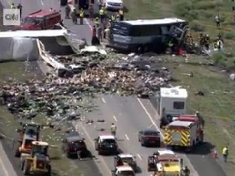ВСША столкнулись автобус ифура: семь погибших