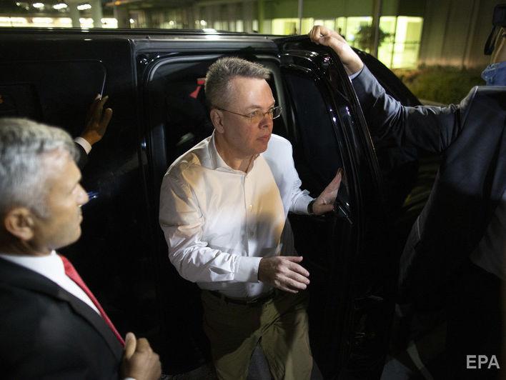 Звільнений з-під арешту в Туреччині пастор Брансон прибув у США