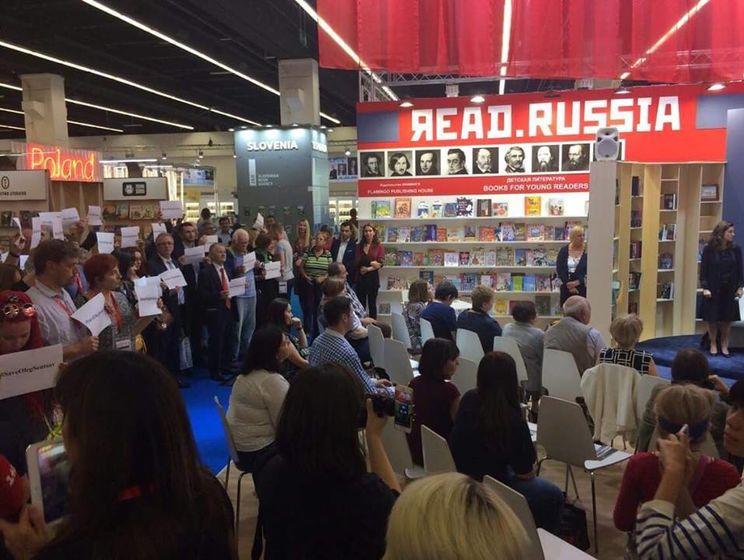 На Франкфуртской книжной ярмарке прошла акция в поддержку Сенцова и других политзаключенных