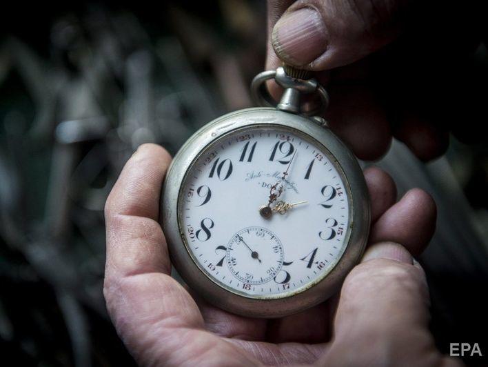 21e93f91da63 28 октября в 4.00 стрелки часов в Украине нужно будет перевести на час  назад. В воскресенье, 28 октября, Украина перейдет на зимнее время в  соответствии с ...