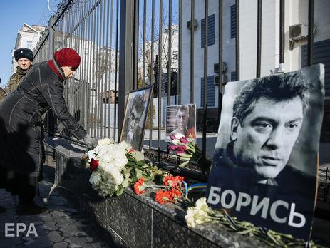 ВКиеве сквер около русского  посольства назвали вчесть Немцова