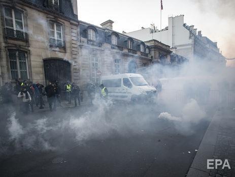 Во Франции получили ранения 227 протестующих против высоких цен на топливо