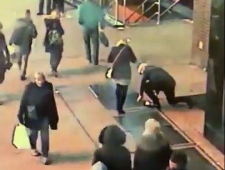 Полиция нашла кольцо, которое уронил мужчина
