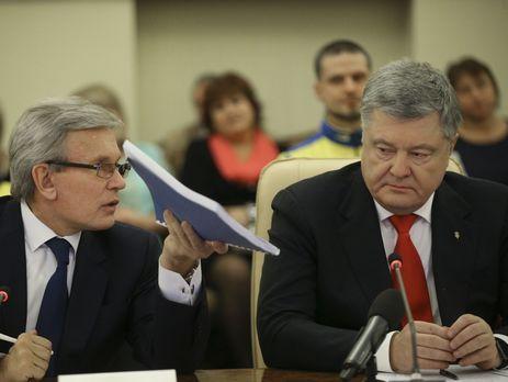 Петр Порошенко (справа) сообщил, что в разработке законопроектов принимал участие Валерий Сушкевич (слева)