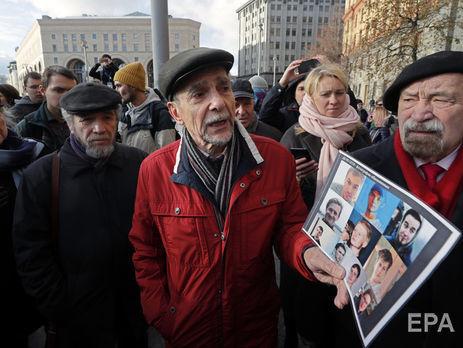Пономарьова (у центрі) заарештували 5 грудня