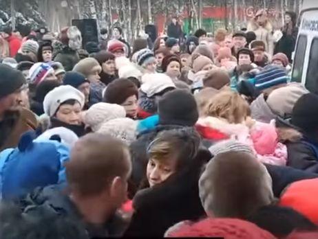 Росіяни влаштували тисняву через цукерки