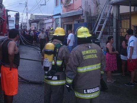 Для ликвидации пожара было задействовано более 60 спасателей