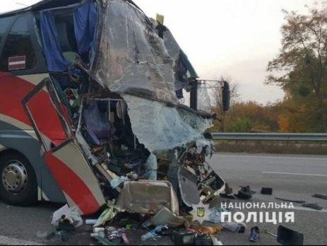 У поліції заявили, що водій автобуса не впорався з керуванням, що й стало причиною аварії