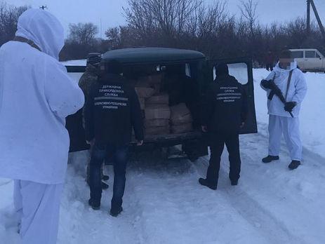 В машине нашли 250 кг красной икры и 60 ящиков с банками икры щуки
