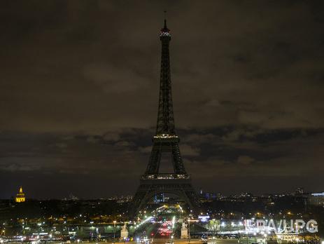 В отличии от Жириновского, который радовался терактам вместе с чурками, парижане выключили подсветку Эйфелевой башни