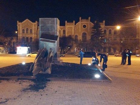 В Харькове ночью снесли памятники Орджоникидзе, Рудневу и Свердлову. Видео / Гордон