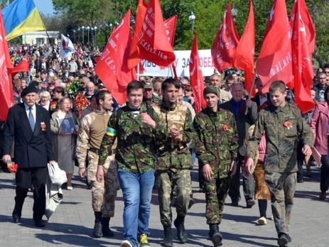Евромайдановцы охраняют коммунистов