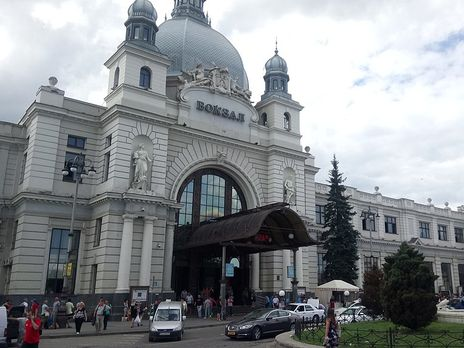 """У Львові """"мінували"""" вокзал"""