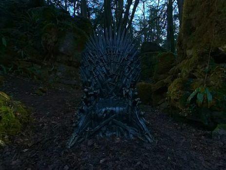 Для фанатов «Игры престолов» спрятали шесть железных тронов повсей планете