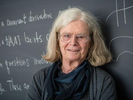 Уленбек є одним із засновників програми Інституту жінок і математики, створеної в 1993 році