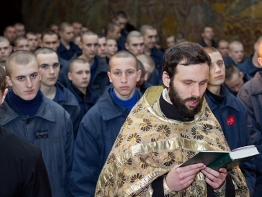 Закон вводит пастырское попечение для осужденных и лиц, взятых под стражу