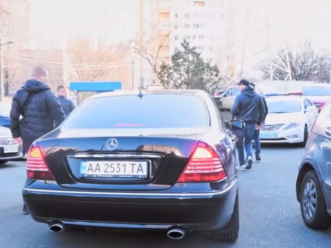Невідомий в Балаклаві серед білого дня спалив два автомобілі в центрі Києва - Цензор.НЕТ 2441