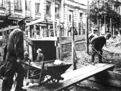 <span>Киев, улица Лютеранская, строительство оборонительных рвов, 1941 г.</span>