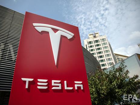Через два года Tesla начнет выпускать автомобили без руля и педалей