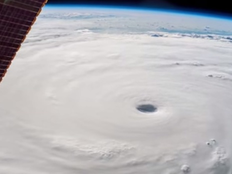 NASA показало вид из космоса на тайфун'Соуделор, бушующий над Китаем