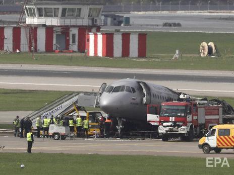 Как утверждают эксперты, пилоты перелетели расчетную точку касания полосы и пытались посадить SSJ, повышая скорость и опуская нос