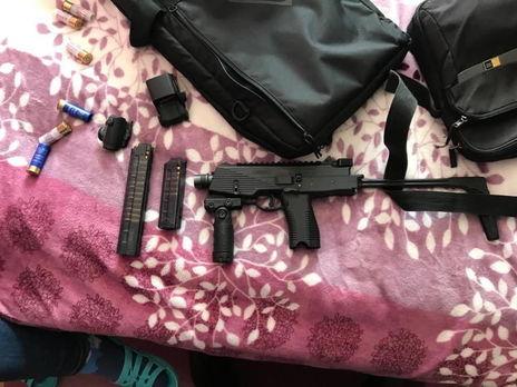 Під час обшуків було вилучено вогнепальну зброю та боєприпаси