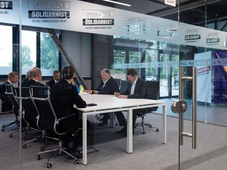 """Порошенко повідомив, що з Адміністрації Президента переїхав у прозорий офіс """"Солідарності"""""""