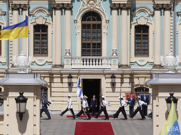 Зеленский подписал свой первый президентский указ