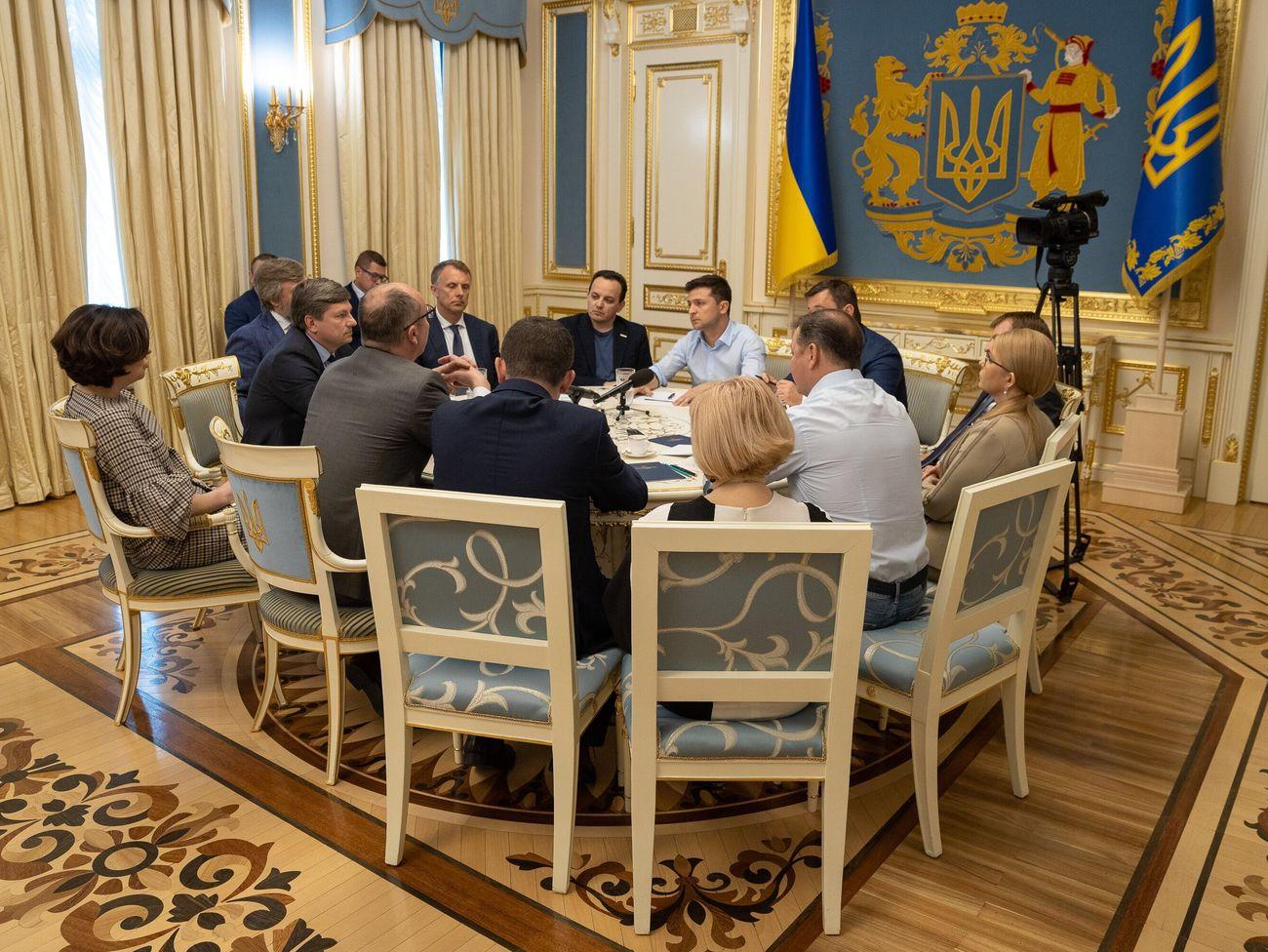 Перед назначением досрочных выборов Зеленский провел консультации с представителями Рады. Фоторепортаж