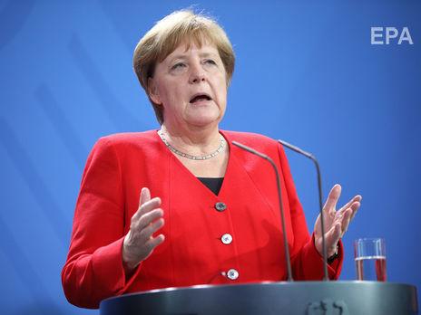 """Меркель: Стало сложнее убедить людей не забывать об """"уроках прошлого"""""""