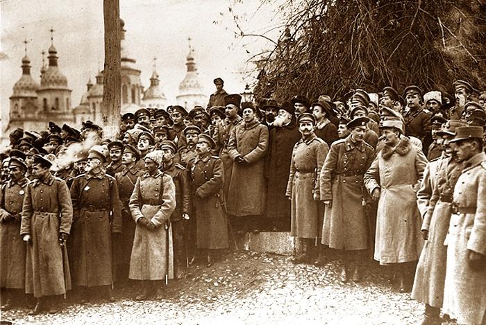 Похороны героев боя под Крутами. В центре - Михаил Грушевский