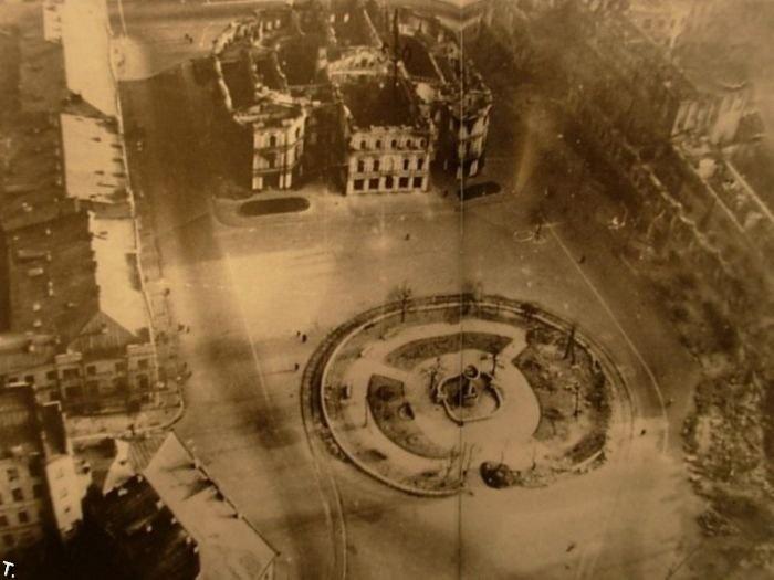 Площадь Калинина – нынешний Майдан Незалежности – выглядела так после отступленяи советских войск