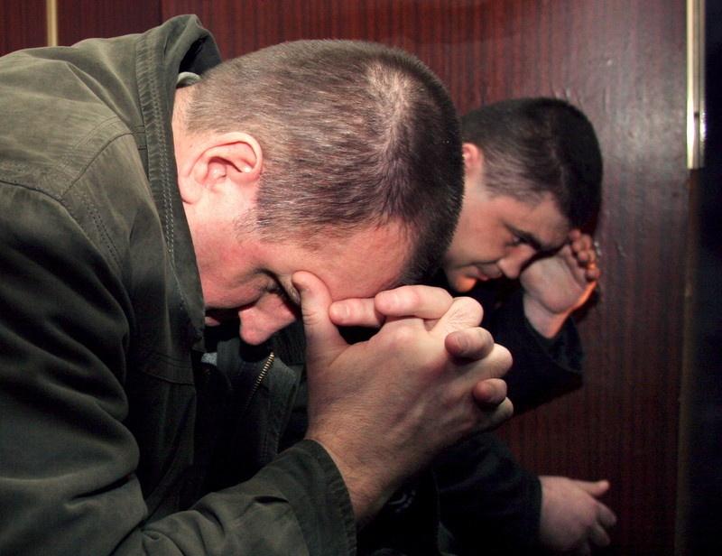 Николай Протасов и Валерий Костенко во время заседания суда в 2006 году. В начале апреля 2015 года Протасов умер в Менской колонии, где он отбывал наказание. Фото: EPA